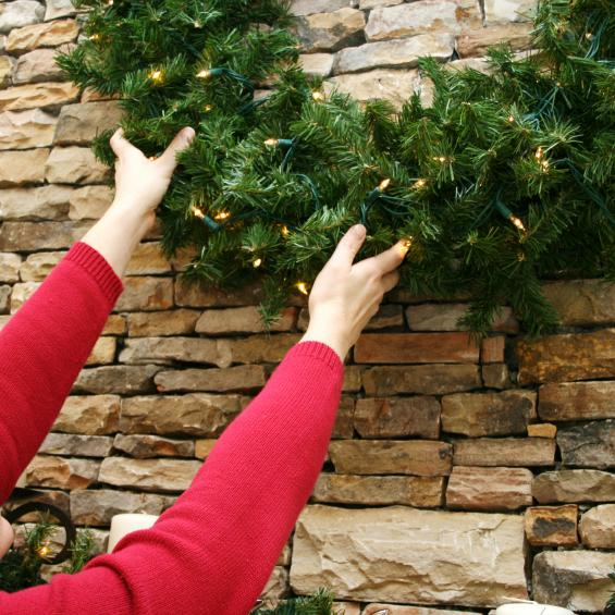 Seven tips for safe lifting this holiday season