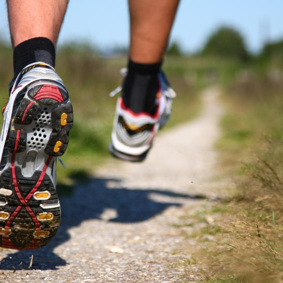 Running towards the truth: What's the best way to run?